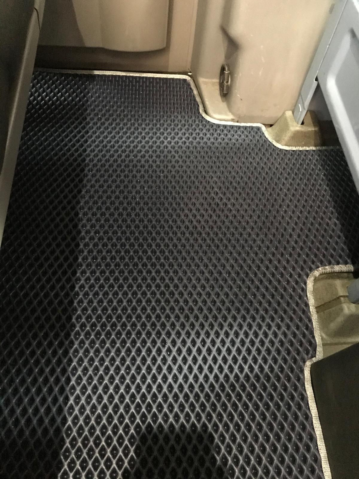 Полиуретановые коврики 2-ряд для ориг. Груз-пасс. (EVA, черные)