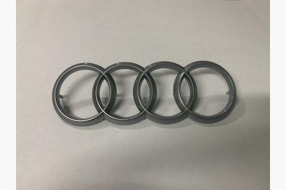 Эмблема на мотор (оригинал) Audi A3 2012↗ гг.